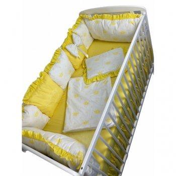 Lenjerie cu aparatori din 7 pernute pufoase, perna paturica si cearsaf cu volan imprimeu coronițe galbene, 120\60 cm