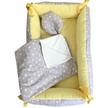 Reductor Bebe Bed Nest cu paturica si pernuta antiplagiocefalie imprimeu stelute pe gri