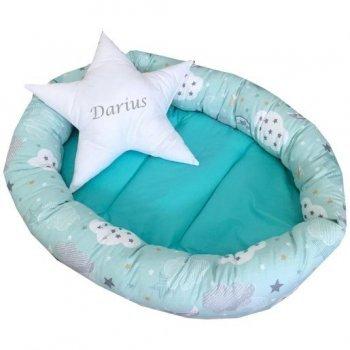 Cuib baby nest pentru bebelusi forma ovala vernil cu norisori si luna